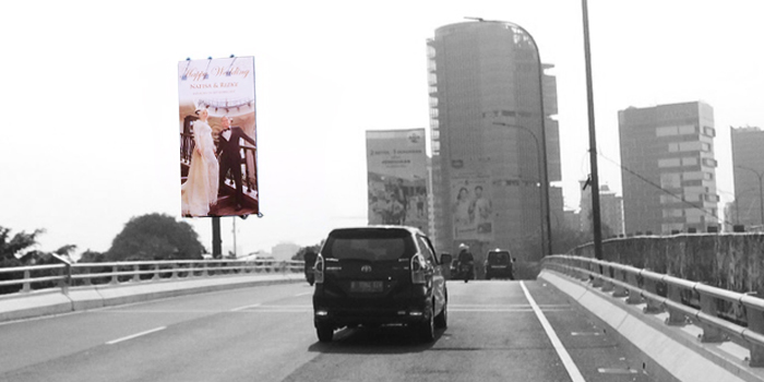 Viral! This Couple's Love Story End On Billboard
